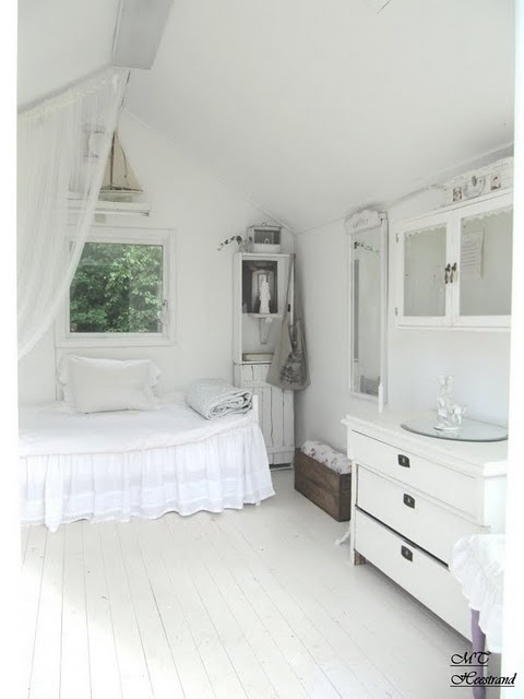 Gardenhouse made into a gorgeous white guestroom