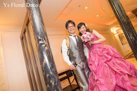 鮮やかなピンクのドレスにあわせるハーフ花冠とブーケysfloraldeco@ウェスティンホテル東京