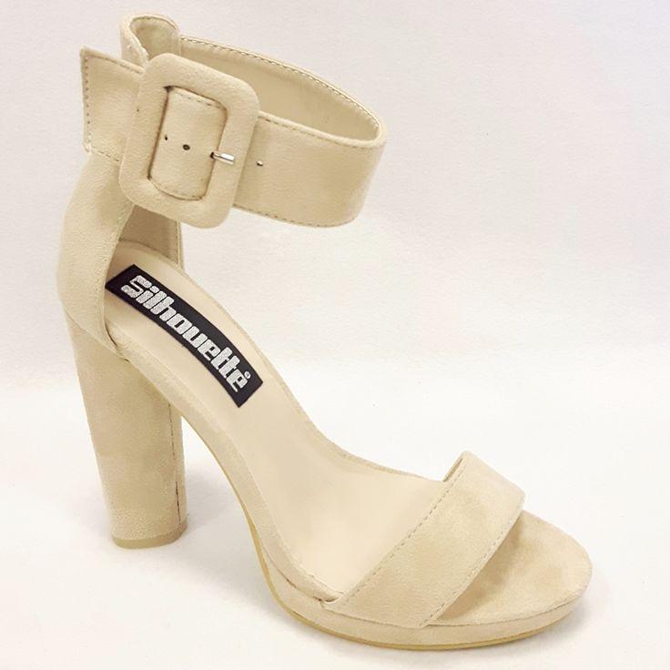 Open beige hoge hakken met brede band en kleine plateau vind je bij de online schoenenwinkel met een echte winkel in Rotterdam en alleen maar hoge hakken!