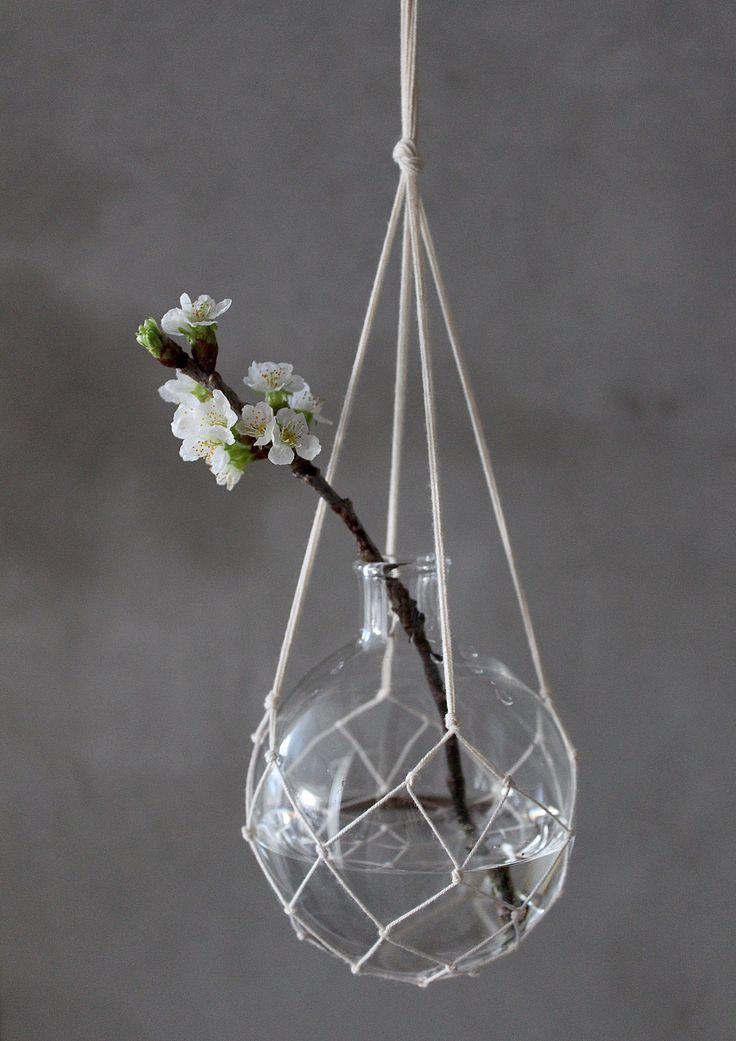 The Catch ampel vas med körsbärsblom