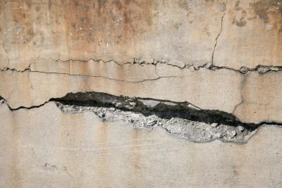 how to seal cracks in basement walls