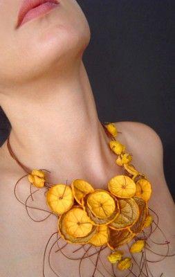Papierschmuck von Begoña Rentero orange slice necklace