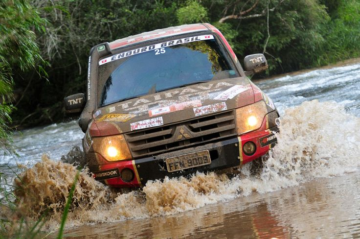 Mitsubishi Pajero rally raid car