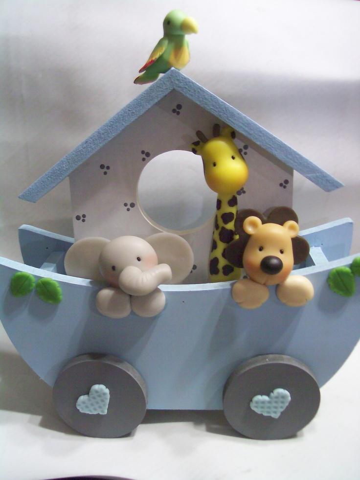 Arca de Noé con figuras de pasta