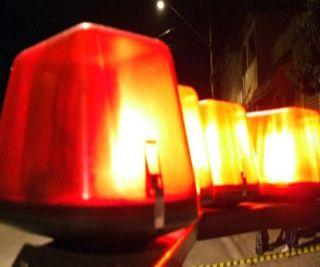 A Polícia Militar prendeu na madrugada desta quarta-feira (29), Rodrigo S. N, de 19 anos, acusado de agredir a namorada de 16 anos, gráv...