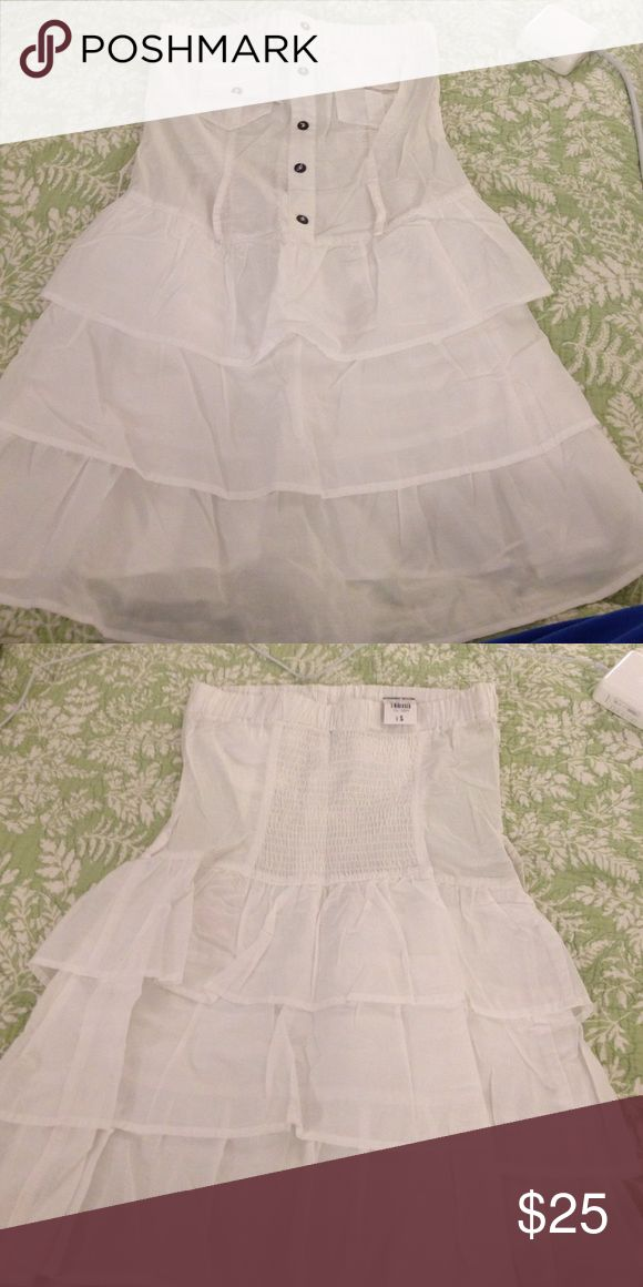 🎉🛍 NWT body central white strapless mini dress🎁 NWT body central white layered strapless mini dress. Has belt loops for belt if desired. Bought in white and tan and ended up keeping the tan. Item was $30 with tax. Asking $25. Super cute with sandals or dressed up with heels! :) Body Central Dresses Mini