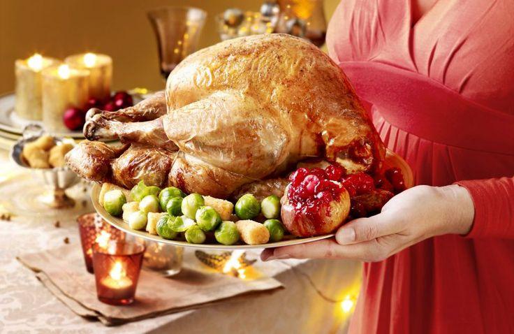 Gevulde kalkoen   Recept voor 8 personen    http://www.cookloveshare.nl/recepten/gevulde-kalkoen-22386    #christmas #cooking #kerst #klassieker #xmas #santa #familie #recept #lekker #koken #gerechten #kalkoen #chef #recepten #gezond #kook #eten #food #dinner #foodphotography #yummy