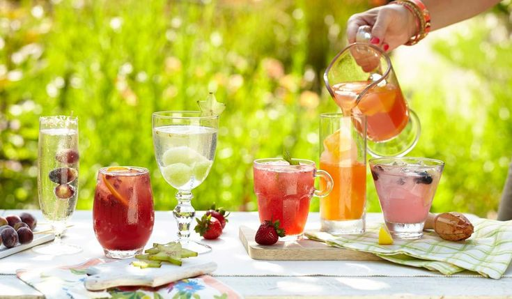 With the warmer weather coming, soon it will be time to take the party outside. Here are some of our favorite outdoor entertaining essentials to get the party started! #alfresco #party #outdoorparty #partydecor