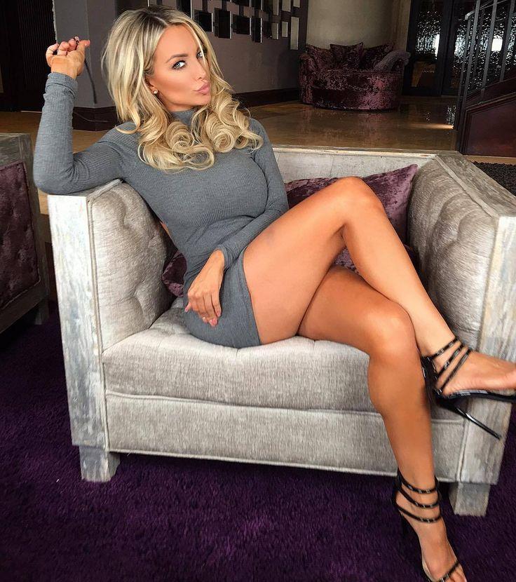 Lindsey Pelas's Feet << wikiFeet