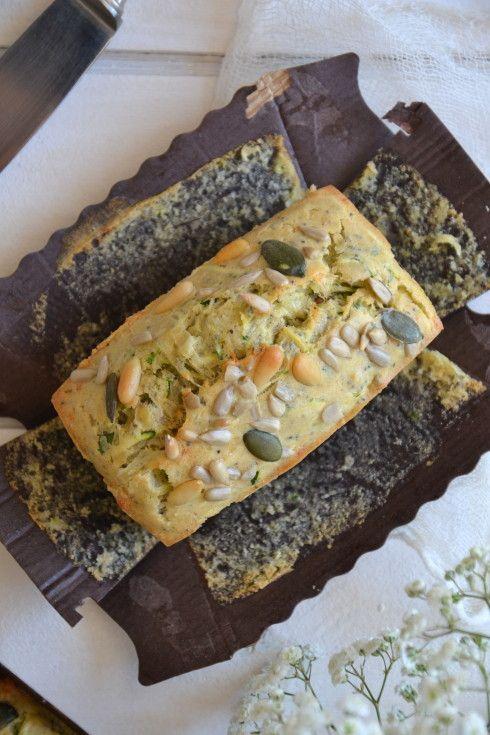 Cake aux courgettes, tomates séchées, basilic et graines http://www.lesrecettesdejuliette.fr