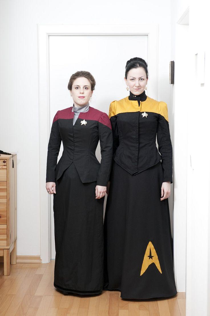 Die Truhen der Genovefa: Mein Gott, sind wir Nerds! Star Trek: TNG uniforms as Victorian dresses.