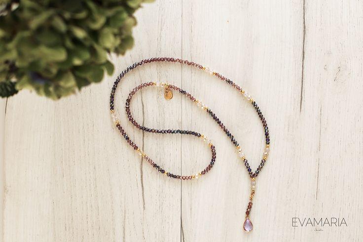 Ketten lang - Lange Glas Perlen Kette mit vergoldetem Anhänger - ein Designerstück von evamariajewelry bei DaWanda
