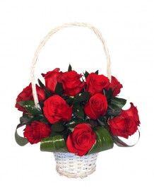 Cosuri de flori Cos romantic din trandafiri rosii