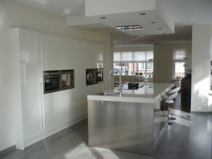 I don't like the glossiness of the white cabinets, but I like the clean lines and the island.  http://www.italiacucina.nl/images/italiaanse-design-keukens-snaidero.jpg