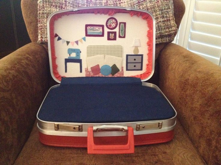 Doll suitcase DIY (thank you hartandsew.blogspot.com)