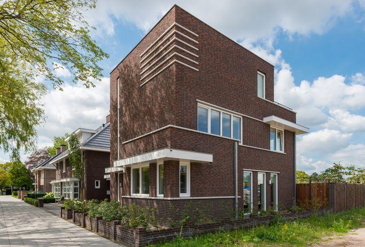 Villa Van der Heyden is een moderne villa met typische jaren '30 details.