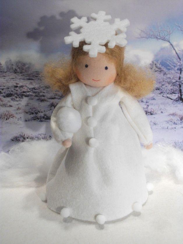 Schneeflöckchen für den Jahreszeitentisch! Auf Bestellung, versandfertig ca.2-3 Tage nach Bestelleingang! 100% Handarbeit Größe ca.14 cm Versand erfolgt als versichertes...