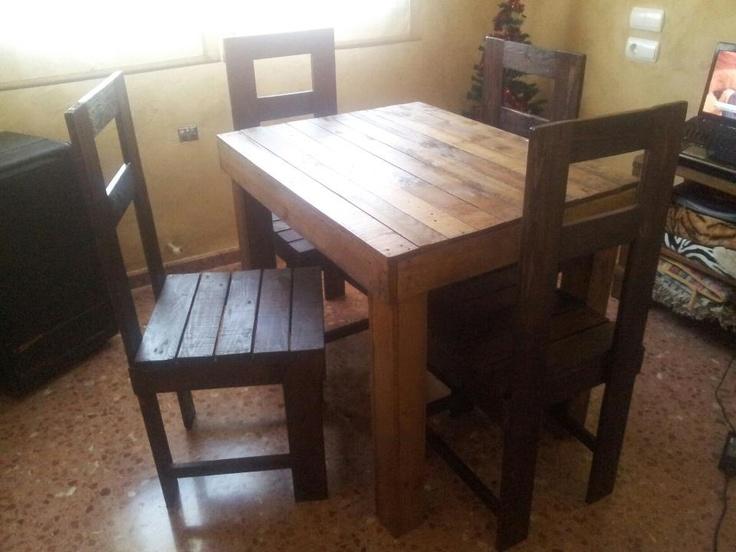 Silla y mesa hechas con palets reciclaje pinterest mesas for Sillas hechas de palets