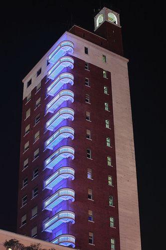 Il nuovo sistema di illuminazione dei balconi della torre Littoria, l'unico grattacelo di Torino. Realizzato installando 2560 LED per ogni balcone del palazzo.