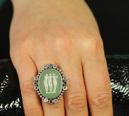 mars valentine three graces antique green wedgwood cameo ring - Mars And Valentine