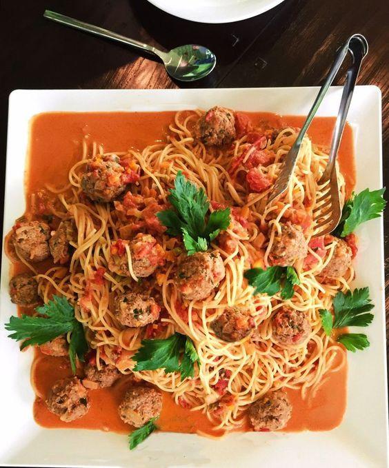 Albertos Spaghetti mit Meatballs, ein tolles Rezept aus der Kategorie Pasta & Nudel. Bewertungen: 84. Durchschnitt: Ø 4,6.