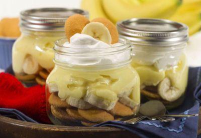 Layered Banana Pudding in a Mason Jar