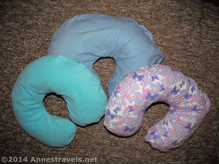 This is a tutorial - complete with pattern - for an adult-sized travel neck pillow with a washable cover. Sewing and cutting instructions included.