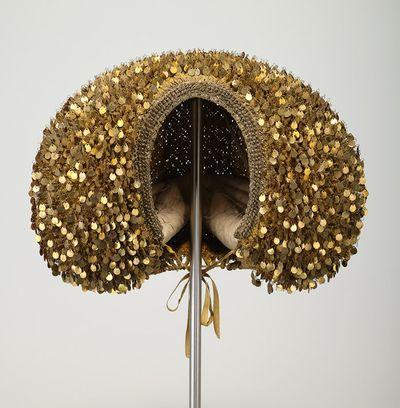 Nuremberg lady's haube, silk, gilt metal, 2nd half 17th c