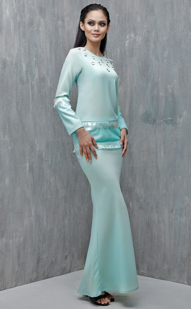 EMEL X AISHAH SINCLAIR - PERONII - Modern Baju Kurung with Fringe (Green) This soft and sweet modern baju kurung is the perfect pastel piece for Raya. It features the textured sequin and embroidered fringe on the sleeves and hemline for an added glamour. #emelxCLPTS #emelxAishahSinclair #emelbymelindalooi #bajuraya #bajukurung #emel2016 #raya2016 #AishahSinclair #lookbook #fringe #sequin #green #moden #2016 #baju #raya #baju #kurung