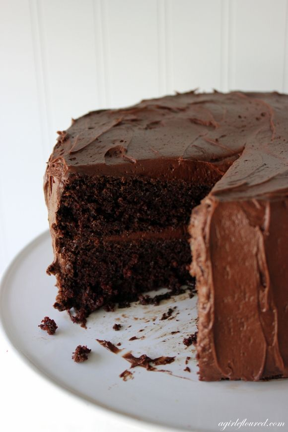 If you've got one bowl, this moist #GlutenFree Fudge Cake will be a breeze!
