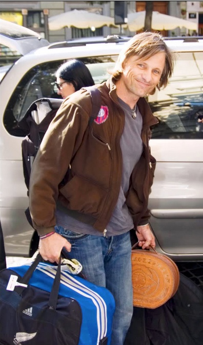 If I can't HAVE Viggo, then I'll take a trip with him, wherever he's going!!!!