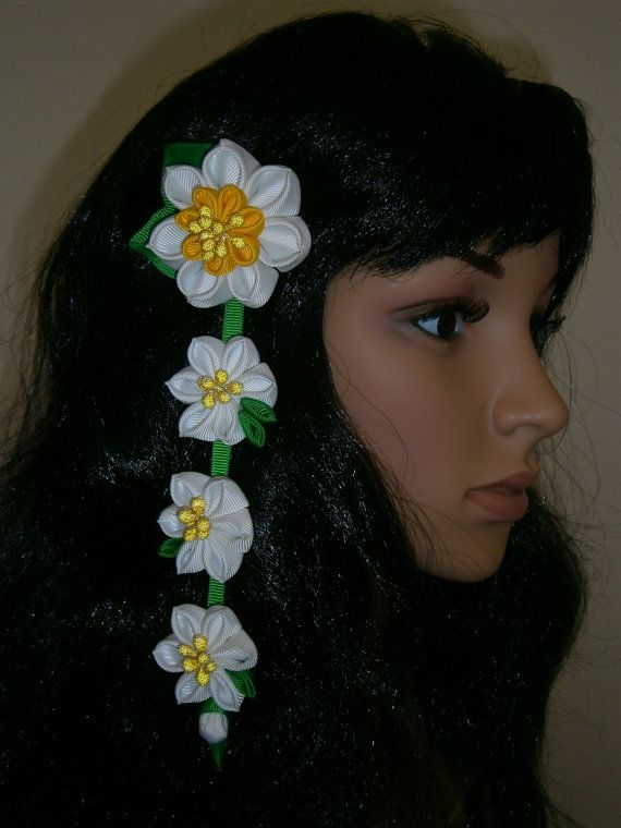Pinza de pelo de flores Kanzashi tela con por MARIASFLOWERPOWER
