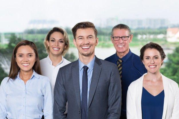 Успешная бизнес-команды, улыбка на камеру Бесплатные Фотографии