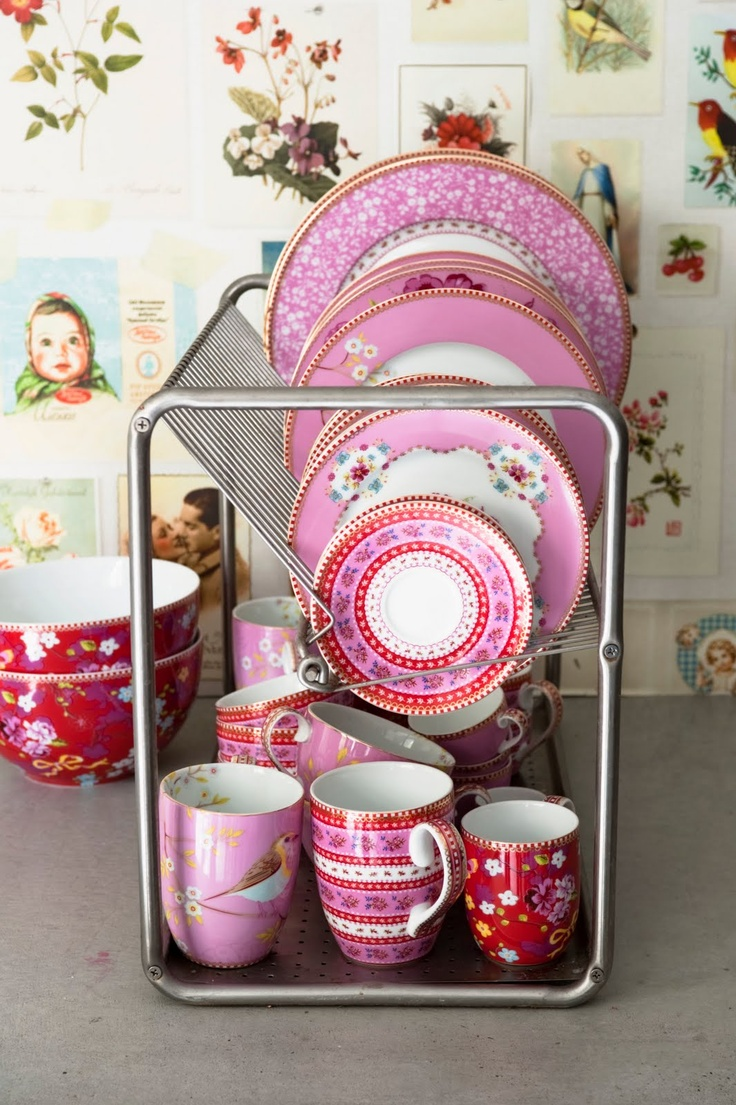 Pink and red delight...Bubbles Teas, Pink Dishes, Vintage Wallpapers, Pipstudio, Pip Studios, Colors, Deco Cuisine, Vintage Rose, China