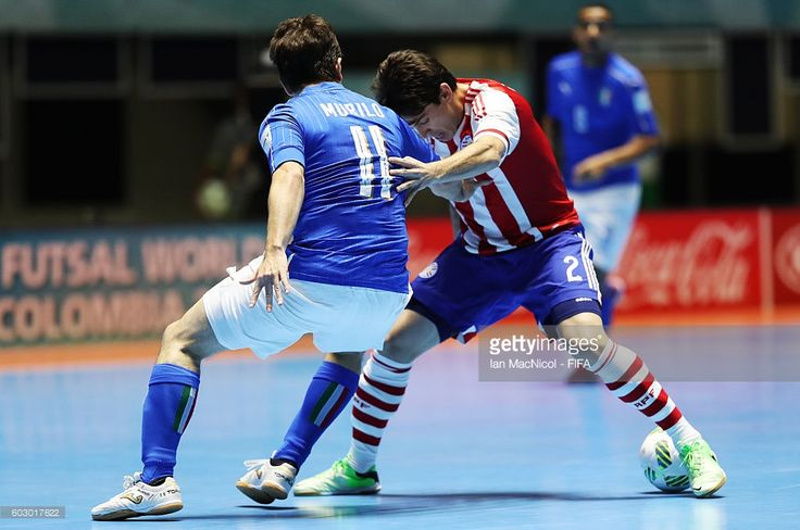 E.Ayala of Paraguay vies with Murilo of Italy during the Group C match between Paraguay and Italy during the FIFA Futsal World Cup at the Coliseo el Pueblo Stadium on September 11, 2016 in Cali, Colombia.