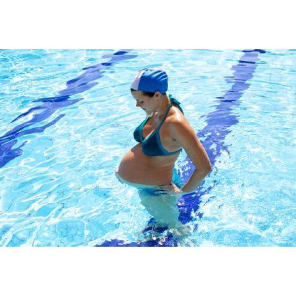 """Nager pendant la grossesse favorise le développement cérébral de l'enfant<span class=""""normal italic petit"""">© fmarsicano - Fotolia.com</span>"""