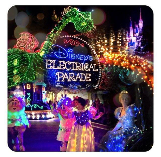 sweet parade!!!!! rember seeing it at Disneyland before it was sent to Disney world