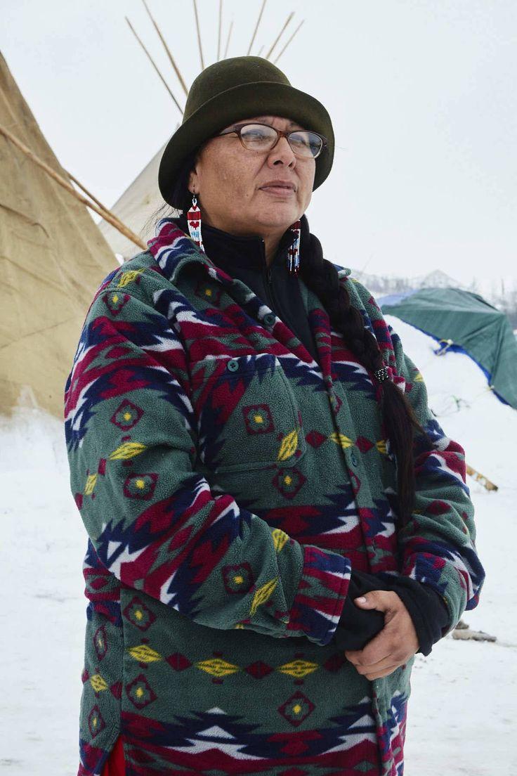   Incansáveis mulheres de Standing Rock   Melaine Stoneman, da tribo Sicangu Lakota (Nação Burnt Thing) da Reserva Pine Ridge, Dakota do Sul.