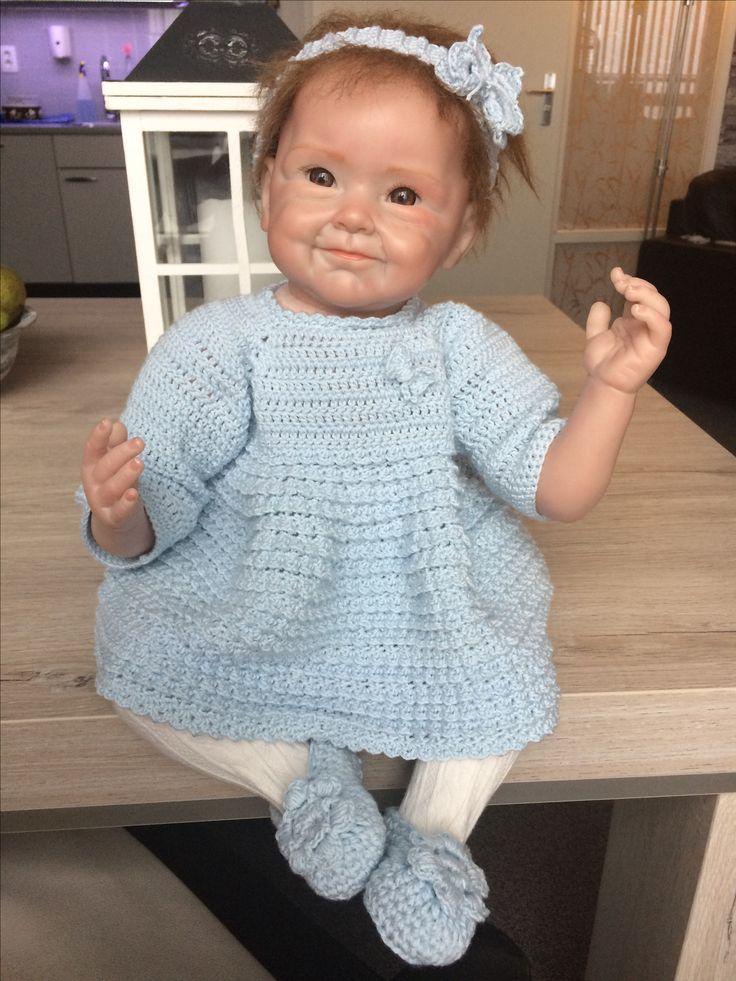 Baby jurkje, haarband en schoentjes gehaakt