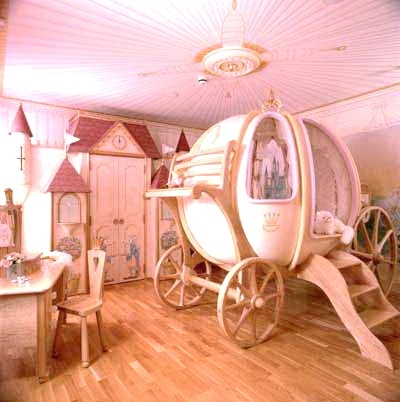 Perfect little girls room! So wish I had this when I was little.