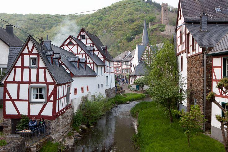 Unser Wohnmobil Urlaubs-Tip: Monreal Deutschland - Eifel Monreal, das hört sich weit weg an - dabei liegt es mitten in der Eifel!