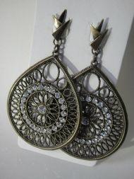 http://www.aishaacessoriosfemininos.com.br/produto/80613/brincos-ouro-velho-strass-brancos