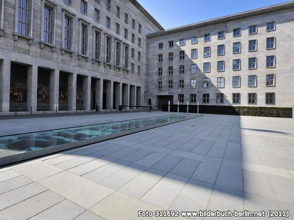 Berlin | Architektur. VorplatzBundesministeriumderFinanzen, Leipziger Straße 8, Mitte, 2011