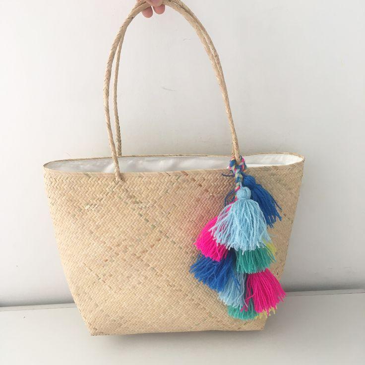 Pompom Rattan Bag www.decocraftbali.com Ig: @decocraftbali  #pompombag #pompomclutch #pompomhat #pompompouch #handmade #craft #bali #art #handicraft #denpasar #pompom #fashion #womenfashion