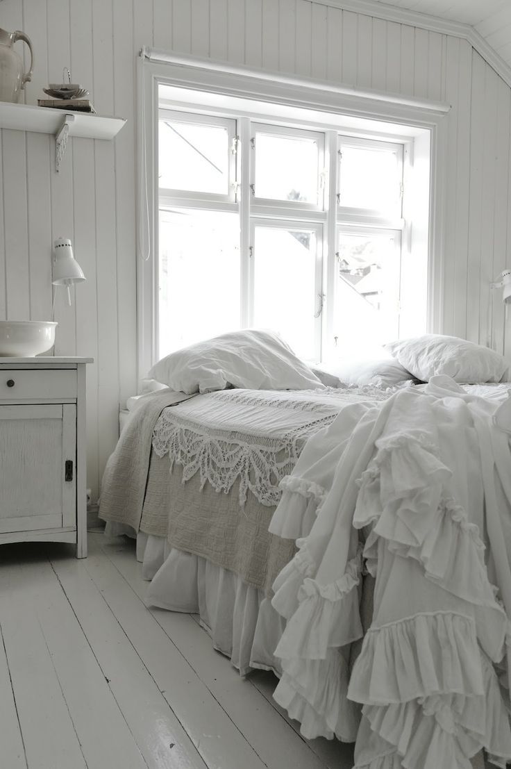 Best 25 Vintage white bedroom ideas on Pinterest Bedroom