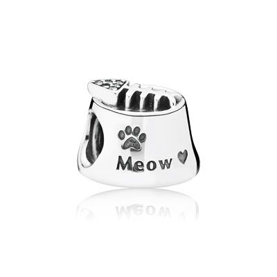 This cute and fanciful depiction of a cat's feeding bowl in sterling silver comes complete with a shimmering fish bone - a true treat for any cat lover. #PANDORA #PANDORAcharm