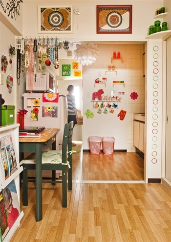 nice colors!: Compact Living, Kitchens Shelves, At The Home Of, Studios Spaces, Small Apartment, Living Room, Small Spaces Living, Hos Japanska, Japanska Mary