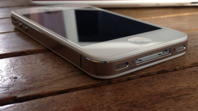 Russian authorities are trying to unlock iPhone 4s from Russian ambassadors killer