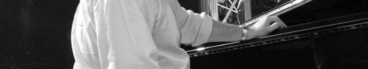 Konzerte des hervorragenden Pianisten Martin Sasse in wechselnden Besetzungen: Hingehen!