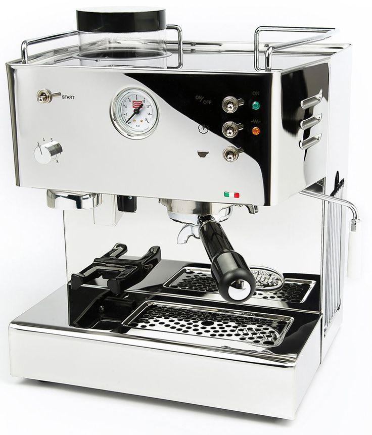 Quickmill 3035  Quickmill 3035: halfautomatische espressomachine Met deze robuuste Quickmill 3035 heb je een espresso-apparaat waarvan je zeker weet dat hij jaren meegaat. Dankzij zijn RVS behuizing en doordat Quickmill haar thermoblock uit 1 stuk metaal giet is de kans op lekkages zeer klein en daardoor heeft de Quickmill een langere levensduur. Met verschillende maalstanden heb je altijd jouw favoriete kopje koffie en je kunt makkelijk melk opschuimen via het stoompijpje en zo een…